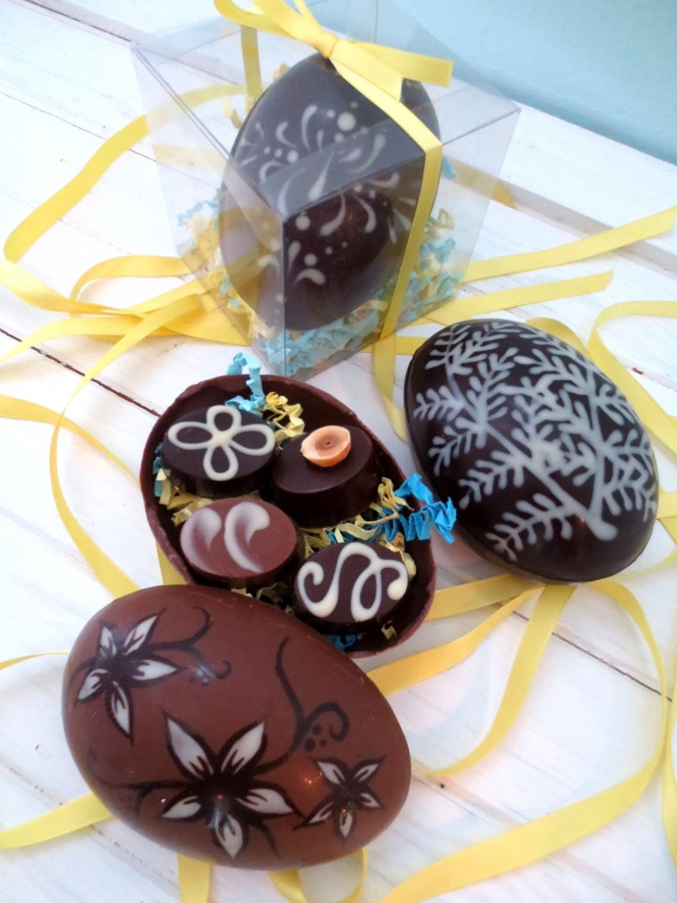 Easter Hand Painted Egg with Four Chocolates